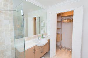 sandy-hook-21-barbados-bathroom