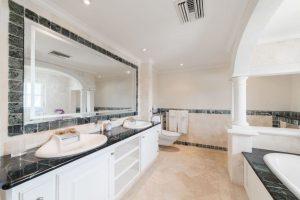 schooner-bay-303-barbados-rental-bathroom