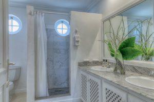 happy-days-holiday-rental-barbados-bathroom